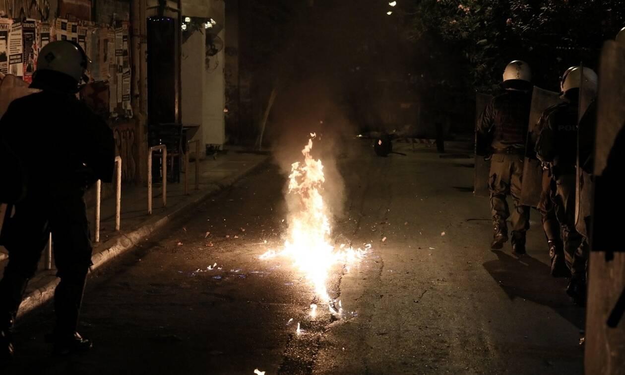 Σοβαρά επεισόδια στα Εξάρχεια: Ξύλο, χημικά και δακρυγόνα