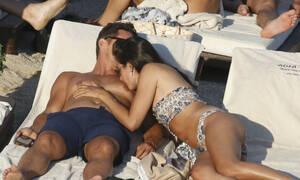 Μάντεψε ποιος κούκλος ηθοποιός του Hollywood κάνει διακοπές στην Ελλάδα