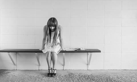 Γιατί δεν πρέπει να κρατάτε τα επώδυνα συναισθήματα μέσα σας