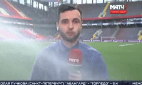 Αθλητικός ρεπόρτερ γίνεται λούτσα από ποτιστικό γηπέδου on air! (vid)