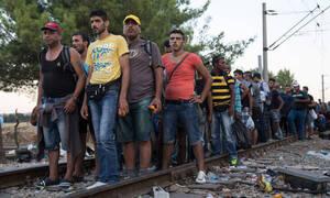 Μετανάστες έκλεισαν τις γραμμές του τρένου στη Μαλακάσα