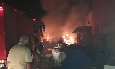 Ζάκυνθος: Μεγάλη φωτιά στις κτιριακές εγκαταστάσεις του ΦΟΔΣΑ (pics)