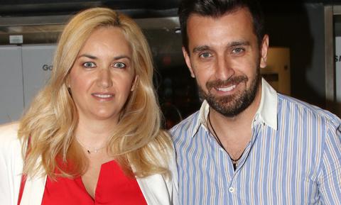 Θάνος Πετρέλης: «Η γυναίκα μου είναι ηρωίδα, μας έχει όλους στα… ώπα-ώπα»