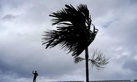 Τυφώνας... μαμούθ σφυροκοπά τις Μπαχάμες - Ο «Ντόριαν» έφτασε τα 280 χιλιόμετρα την ώρα! (vids)