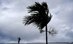 Ντόριαν - Το βίντεο που «κόβει» την ανάσα: Αεροπλάνο περνά μέσα από τον τυφώνα