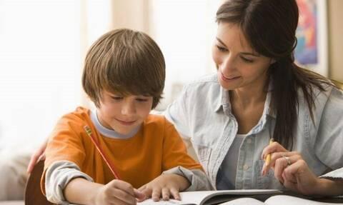 Ιδιαίτερα μαθήματα στο σπίτι: Τι να προσέξουν οι γονείς στην επιλογή καθηγητή