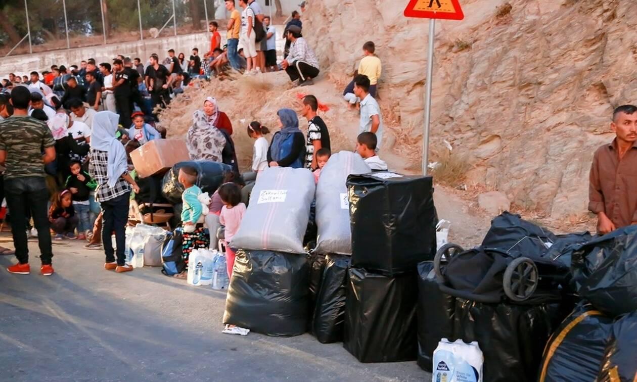 Μυτιλήνη: Σε εξέλιξη η επιχείρηση μετακίνησης 1.500 προσφύγων και μεταναστών από το νησί (pics)
