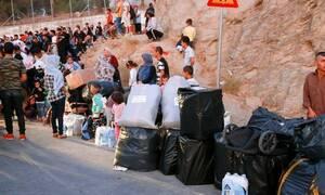 Греческие власти переселяют беженцев с острова Лесбос в центры на севере страны