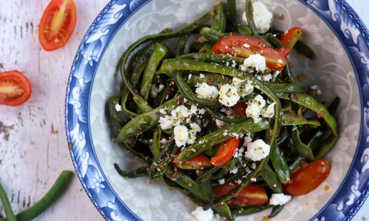 Πεντανόστιμη συνταγή για σαλάτα με αμπελοφάσουλα