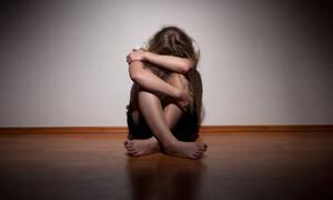 ΣΟΚ: Κατέβασε το παντελόνι του μπροστά στην κόρη του και μία 11χρονη φίλη της