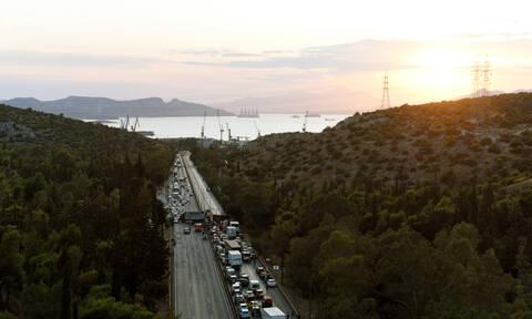 Τροχαίο με νταλίκα ΤΩΡΑ στην Αθηνών - Κορίνθου: Μποτιλιάρισμα χιλιομέτρων