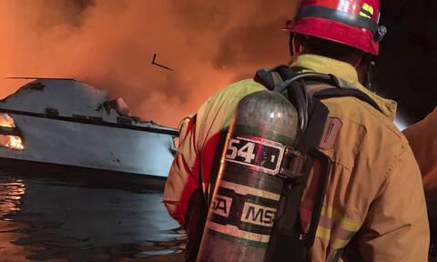 Βυθίστηκε το τουριστικό σκάφος που φλεγόνταν στα ανοιχτά της Καλιφόρνιας - Δεκάδες οι αγνοούμενοι