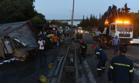 Τροχαίο στην Αθηνών - Κορίνθου: Απίστευτη ταλαιπωρία για εκατοντάδες οδηγούς - Ατελείωτη η ουρά