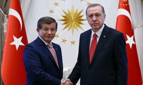 Ραγδαίες πολιτικές εξελίξεις στην Τουρκία: Ο Ερντογάν διώχνει από το AKP τον Νταβούτογλου