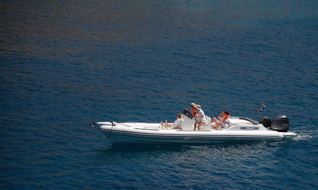 Περιπέτεια εν πλω: Ακυβέρνητο έμεινε τουριστικό σκάφος με έξι επιβαίνοντες