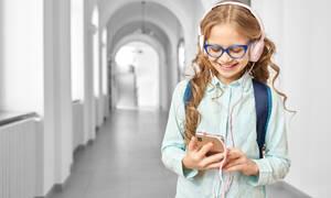Επιτρέπεται να χρησιμοποιούν κινητά τηλέφωνα οι μαθητές στα σχολεία;