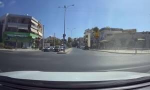 Απίστευτο θράσος: Οδηγός στην Κρήτη περνάει με κόκκινο και ζητάει και τα ρέστα - «Θα σε… σφαλιαρώσω»