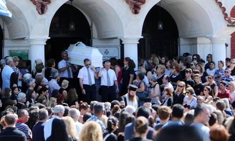 Τραγωδία σε λούνα παρκ: Θρήνος στην κηδεία της 13χρονης Σεράινα