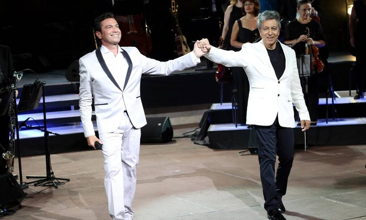 Mάγεψε το κοινό οΜάριος Φραγκούλης σε μιαsold outσυναυλία με την Big Band Orchestra