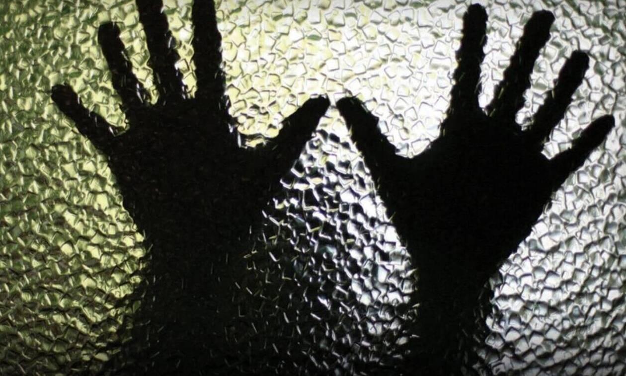 Ηράκλειο: Ελεύθεροι υπό όρους αφέθηκαν οι κατηγορούμενοι για το βιασμό της 19χρονης