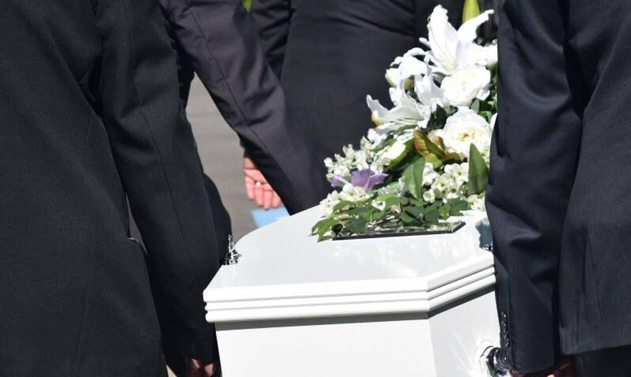 ΣΟΚ σε κηδεία: Άνοιξαν το φέρετρο και δείτε τι έκαναν (pics)