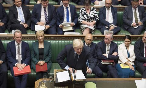 Βρετανία: Σε πολιτική αναταραχή η χώρα - Έχασε τη μάχη ο Τζόνσον και πάει σε εκλογές