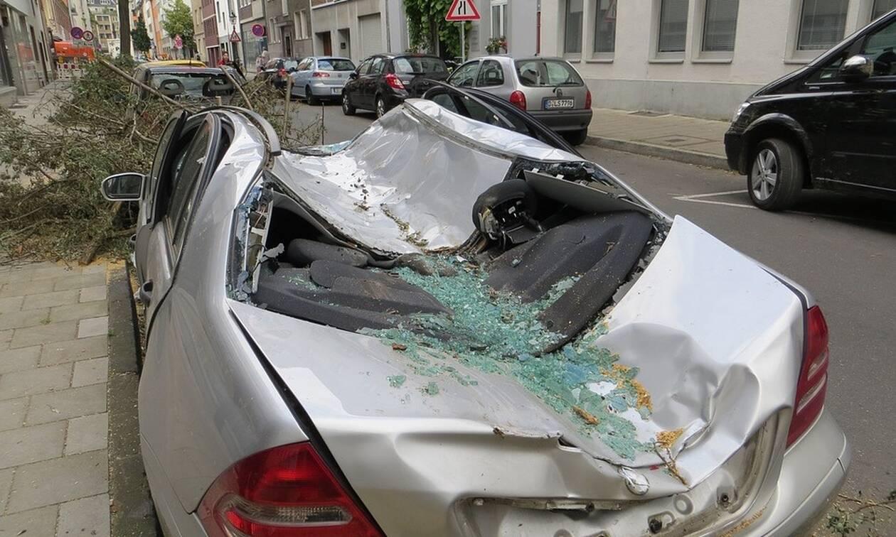Απίστευτο: Δεν φαντάζεστε που πάρκαρε το αυτοκίνητό του για να το προστατέψει από τον τυφώνα Dorian