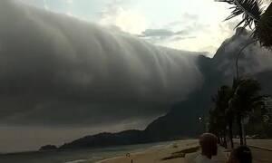 Είδαν αυτό στον ουρανό - Άρχισαν να τρέχουν πανικόβλητοι στα αμάξια τους (video)