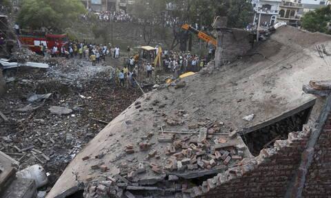 Τραγωδία στην Ινδία: 19 νεκροί σε πυρκαγιά σε βιοτεχνία βεγγαλικών (vid)