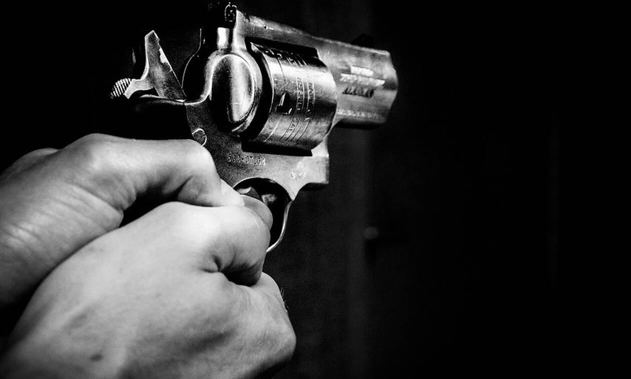 Τρόμος στα Χανιά: Σπιτονοικοκύρης απείλησε με όπλο τον ενοικιαστή «θα πάθουν κακό τα παιδιά σου»