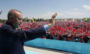 «Ξεφεύγει» ο Ερντογάν: Κάνει βιβλίο τη «Γαλάζια Πατρίδα» - Επικυρώνει τα «βρώμικα» σχέδιά του