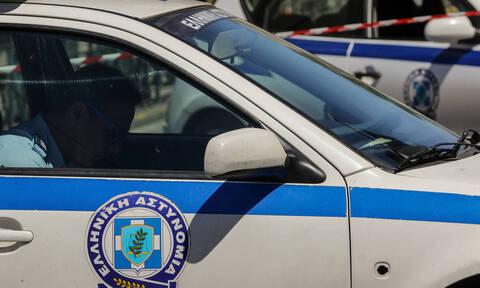 Συναγερμός στην ΕΛ.ΑΣ.: «Θα μπουκάρω με καλάσνικοφ σε εφορίες»