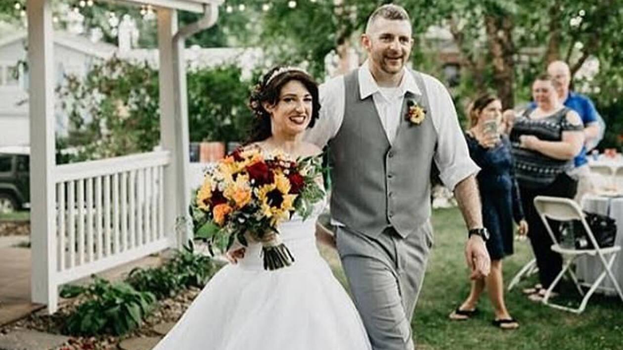Καμία ντροπή: Δες τι φόρεσε στο γάμο της αδερφής της! (pics+vid)