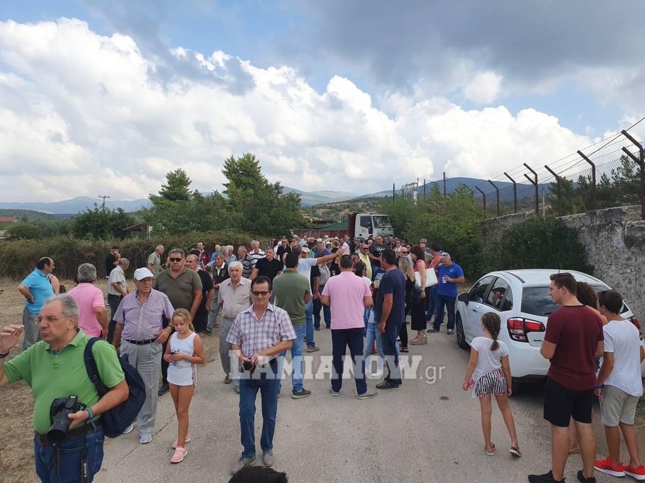 Συγκέντρωση διαμαρτυρίας, έξω από το στρατόπεδο «Παπαποστόλου» στην Φθιώτιδα