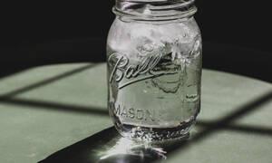 Πόσο νερό πρέπει να πίνεις τελικά την ημέρα;