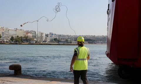 «Εγκλωβισμένοι» στον Πειραιά 170 επιβάτες καταμαράν λόγω μηχανικής βλάβης