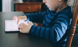Δεκάχρονοι με smartphones - Το 60% των παιδιών στην Ελλάδα έχουν ανεξέλεγκτη πρόσβαση στο διαδίκτυο