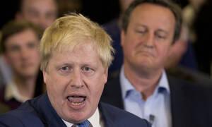 Εκτός ελέγχου ο Τζόνσον: «Κοριτσάκι σπασικλάκι» ο Κάμερον για τον Βρετανό πρωθυπουργό