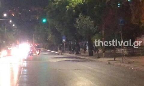 Βίντεο: Άγρια συμπλοκή μεταξύ Αλγερινών και αντιεξουσιαστών στο κέντρο της Θεσσαλονίκης