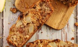 Η συνταγή της ημέρας: Κέικ με μπανάνα και αχλάδι