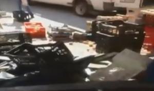Ηλιούπολη: Βίντεο ντοκουμέντο - Η στιγμή που ΙΧ «καρφώνεται» σε πάγκους της λαϊκής αγοράς