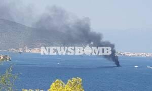 Στις φλόγες σκάφος στην Μονή Αίγινας (pics)