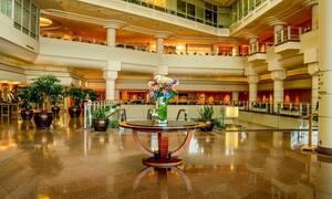Φοβερή αγριότητα: Ξυλοδαρμός άνδρα από την ασφάλεια πολυτελούς ξενοδοχείου - Σκληρές εικόνες (pics)