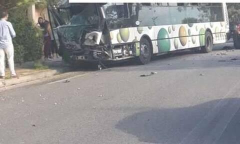 Σοβαρό τροχαίο με λεωφορείο του ΟΑΣΑ στο Μενίδι (pics)