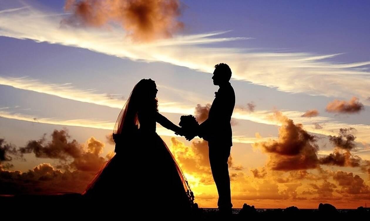 Απίστευτη φωτογραφία σε γάμο: Η πεθερά έκανε κάτι σοκαριστικό στη νύφη (pics)