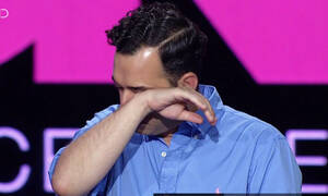 GNTM: Λύγισε on air ο Άγγελος Μπράτης- Τι συνέβη; (video)