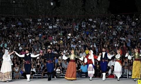 Ο Μαρτσάκης και οι Κουρήτες «σήκωσαν στο πόδι» χιλιάδες κόσμου στο Θέατρο Βράχων!