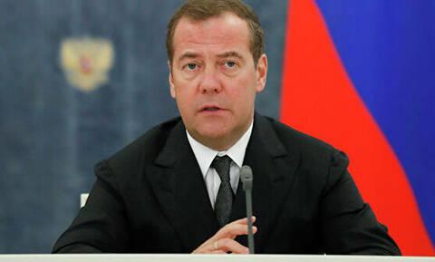 Медведев рассказал о предложении учредить международную премию Менделеева