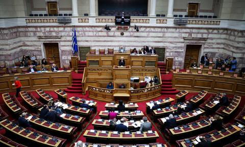 Ποιος πρώην Έλληνας βουλευτής παντρεύτηκε τη σωματοφύλακά του (Pics)