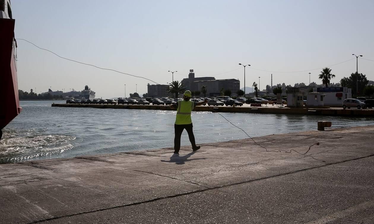 Πειραιάς: Μεθυσμένος ο 25χρονος οδηγός του αυτοκινήτου που έπεσε στο λιμάνι